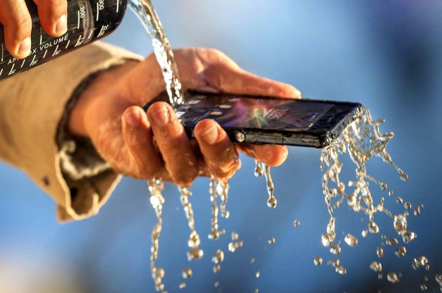 xperia-z-durability-water-resistance-1240x824-87a352114f26128dffe9e44b5a6d4cd8